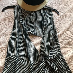 Forever 21 Dresses - Ladies black and white wrap maxi dress